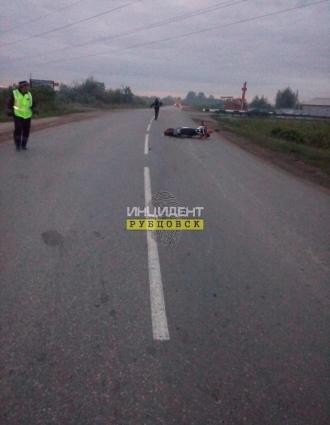 В Рубцовске погиб мотоциклист после столкновения с фурой