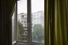 В Барнауле женщина выпала из окна