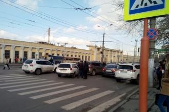 Проспект Строителей встал в пробку в Барнауле из-за аварии