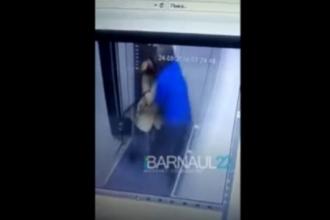 В Барнауле мужчина домогался женщину в лифте