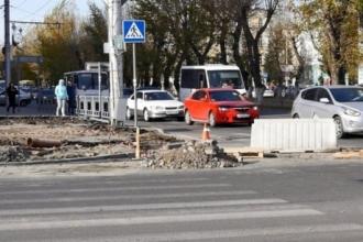 В Барнауле избавляются от самой большой лужи