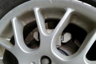 У барнаульской маршрутки загорелось колесо