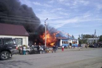 В Алтайском крае произошел сильный пожар в спортивном магазине