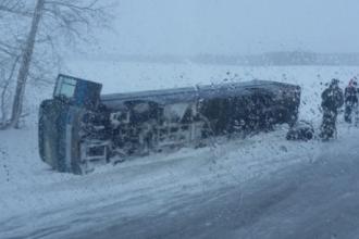 На трассе Бийск-Барнаул перевернулся рейсовый автобус