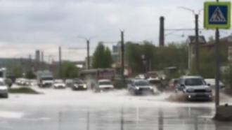 В Барнауле затопило улицу Попова