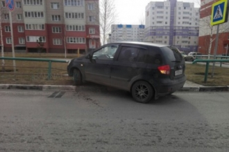 Женщина на авто протаранила ограждение