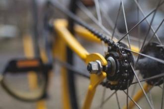 В Барнауле грузовик сбил маленького велосипедиста