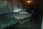 В Барнауле водитель протаранил забор и убежал