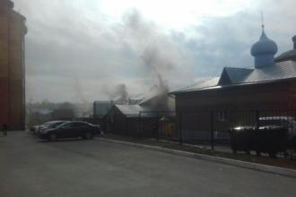 В Барнауле горит одно из зданий Покровского кафедрального собора