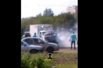 В Барнауле на трамвайных рельсах горела