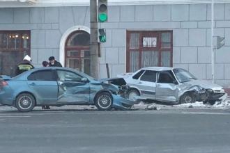 В Барнауле произошло ДТП с участием 3 авто