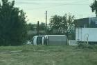 В Барнауле в результате ДТП перевернулся грузовик