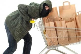 Барнаулец украл из магазина продукты