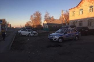 На Алтае авто протаранило полицейскую машину
