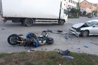 В Барнауле произошло очередное ДТП с мотоциклом