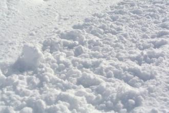 На Алтае в снежном тоннеле чуть не погиб ребенок