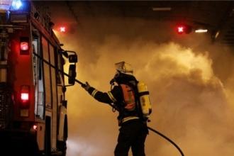 В Рубцовске горящий автомобиль тушили 7 человек