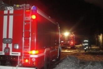 В Барнауле горел многоквартирный дом