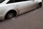 В Барнауле у автомобиля сняли все 4 колеса