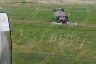 На трассе в Алтайском крае перевернулся автомобиль