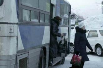 Женщину в Барнауле зажало в дверях автобуса
