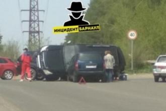 В ДТП в Барнауле перевернулось авто