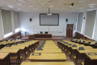 В барнаульском колледже студентка избила сокурсницу стулом