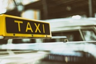 В Барнауле таксист не повез девушку из-за надетой медицинской маски