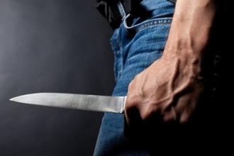 Житель Алтайского края ударил ножом молодого человека