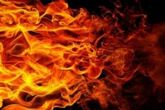 В Алтайском крае тушили загоревшийся магазин