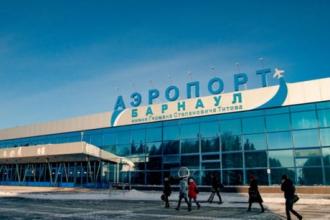 В Барнауле после снегопада открыли аэропорт