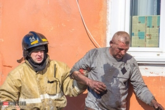 Житель Камня-на-Оби упал со 2 этажа, спасаясь от пожара