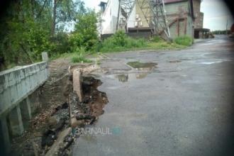 Жители Барнаула жалуются на «страшные» дороги после дождя
