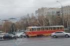 В Барнауле столкнулись трамвай и легковушка