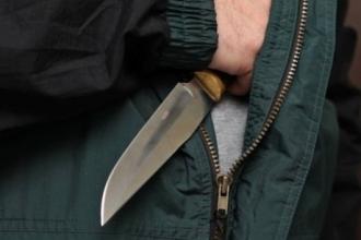 В Барнауле на мужчину напали в подъезде