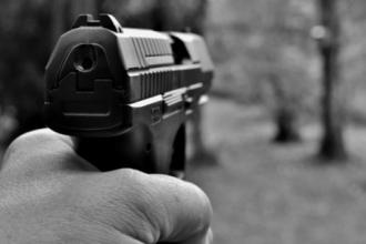 Агрессивный барнаулец стрелял по машинам и оскорблял полицейских