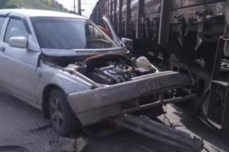 В Алтайском крае женщина врезалась в поезд и скрылась