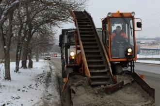 Около ста машин очищает Барнаул от снега