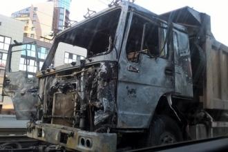 В Барнауле сгорел самосвал