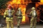25 пожарных тушили возгорание в жилом доме в Барнауле