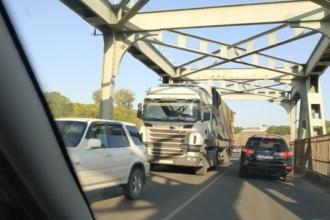 Обнародована причина многокилометровой пробки на Старом мосту в Барнауле