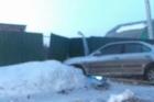 В Барнауле водитель врезался в забор и дорожный знак