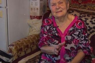 На Алтае внучка выгнала бабушку из дома
