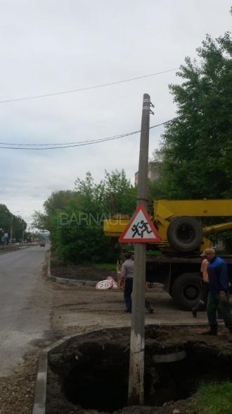 В Барнауле в канализацию провалилась земля