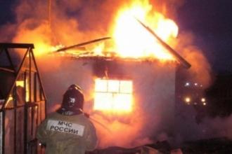 На садовом участке в Барнауле произошел пожар
