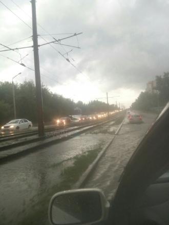 В Барнауле прошел сильный ливень с градом