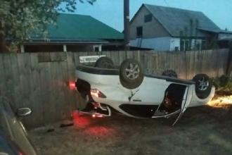 В Барнауле водитель перевернул автомобиль и убежал с места ДТП