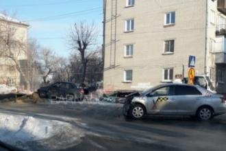 В Барнауле произошла авария с участием учебного авто