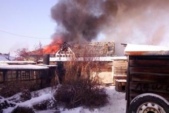 На улице Краевой в Барнауле произошел крупный пожар