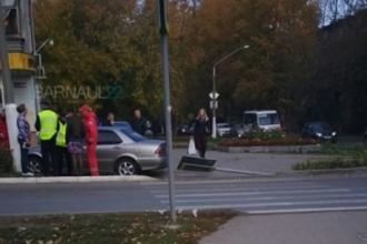 В Барнауле с дороги съехал автомобиль